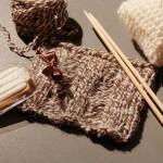 「英国羊毛を使ったニットコースター作り」ワークショップをレポート