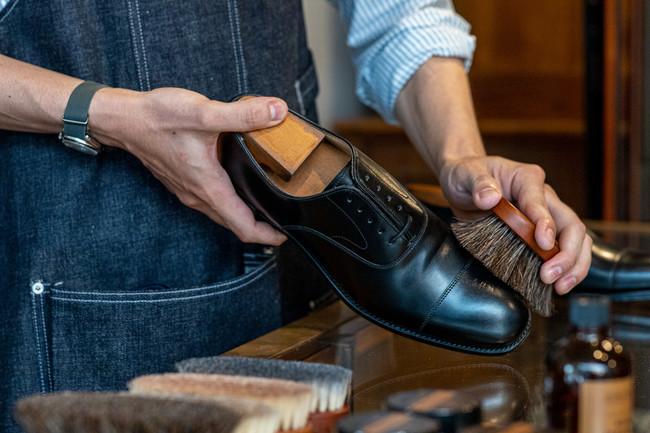 オリジナル・シューケア用品の発売記念!靴磨きイベントを各店で開催