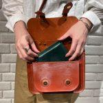 夏のシンプルな装いをレザーバッグで格上げ!グレンロイヤル人気の小ぶりなサッチェルバッグ