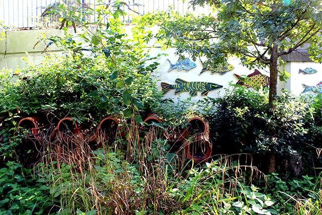 The Canal & River Trustという、運河を守る活動をしているボランティア団体が作った、昆虫の家。運河だけでなく、その周りの自然を守る活動も行っています。