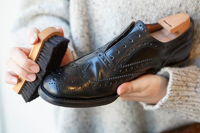 革靴ポリッシング