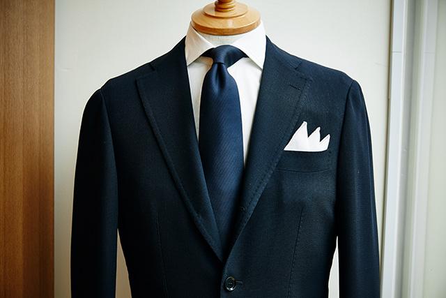 正統派スタイルの必需品。ポケットチーフを見直そう(基本のたたみ方編)