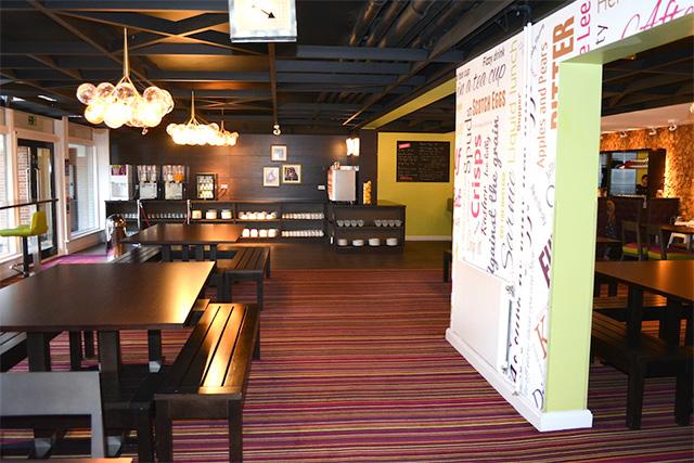 ホステル内のカフェ