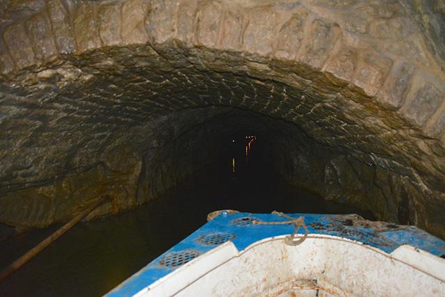 洞窟ツアー