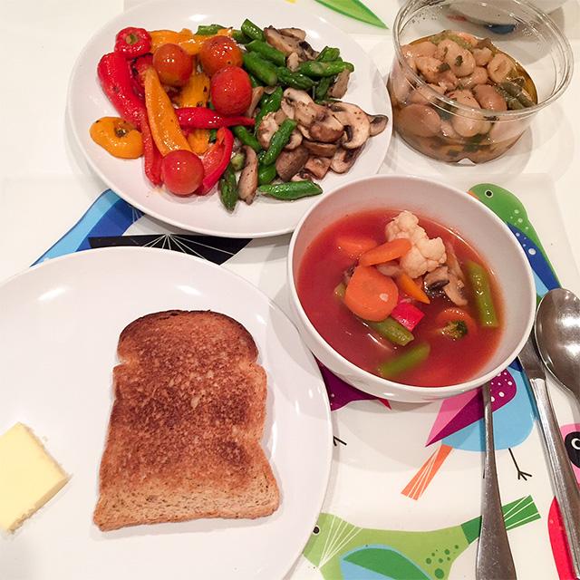 野菜とトマトスープ