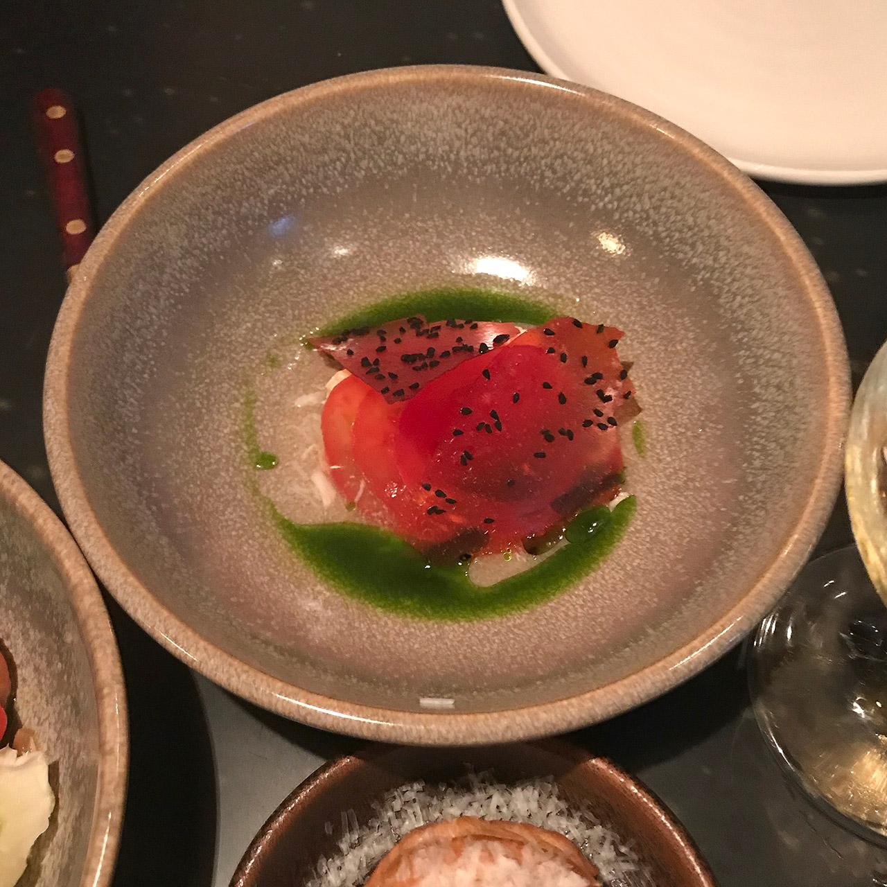 コーンウォール産の蟹とトマト