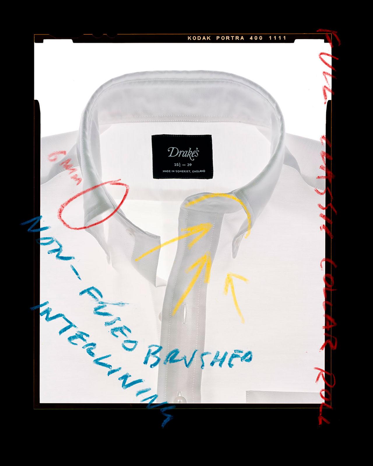 フラシ芯が作り上げる気取らない最も重要なロール感を演出する衿