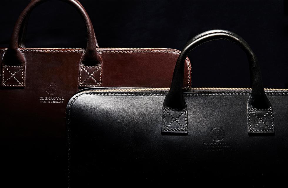 贅沢に1枚革のブライドルレザーで仕立てられたレザーバッグ
