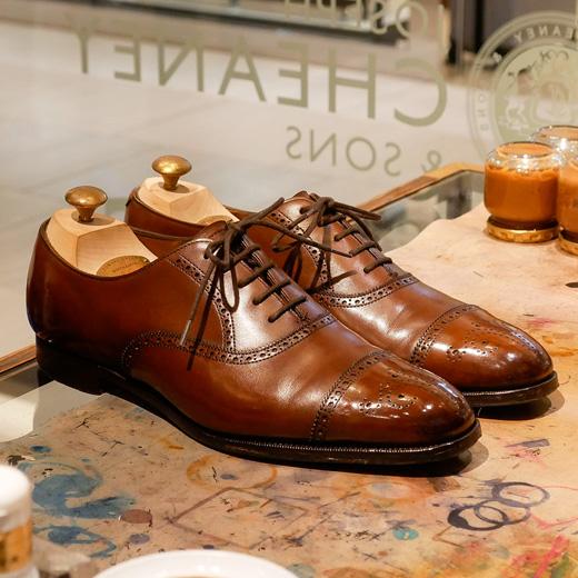 靴磨き世界チャンピオン 杉村 祐太氏によるシューシャインサービス