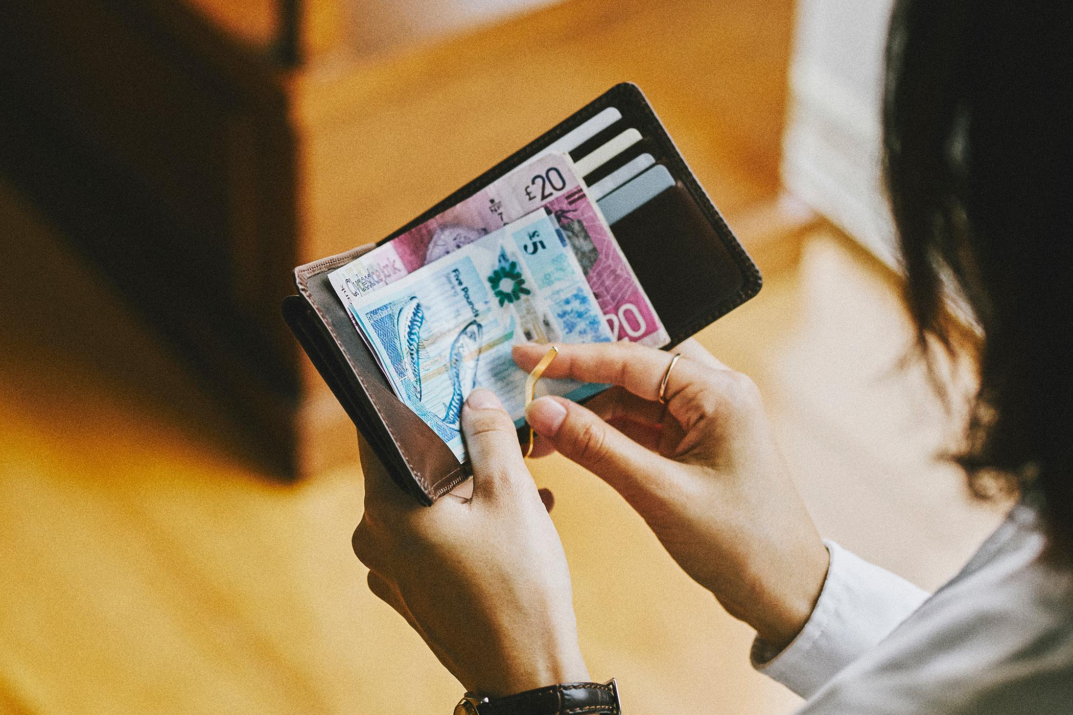 グレンロイヤル MONEY CLIP WITH COIN POCKET 使用シーン