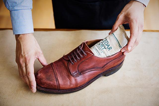ブリティッシュメイド 革靴の大敵、湿気やニオイを除去する3ステップ