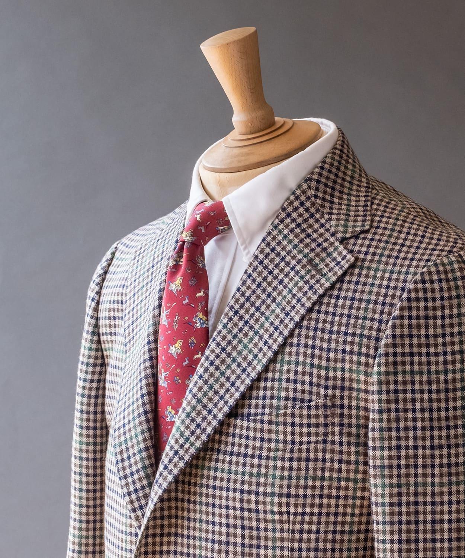 ドレイクス ジャケットの色をネクタイで合わせたVゾーン