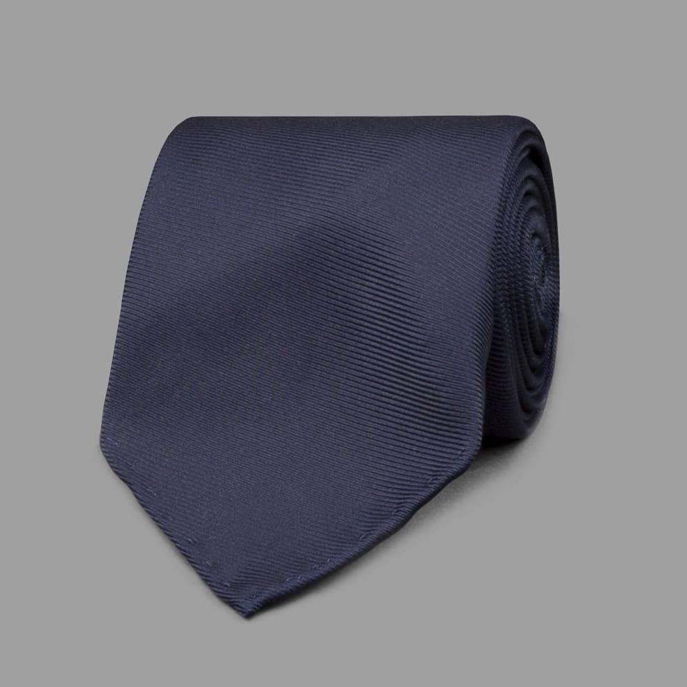 上品な光沢感のあるシルクを贅沢に使用した50ozシルクタイ