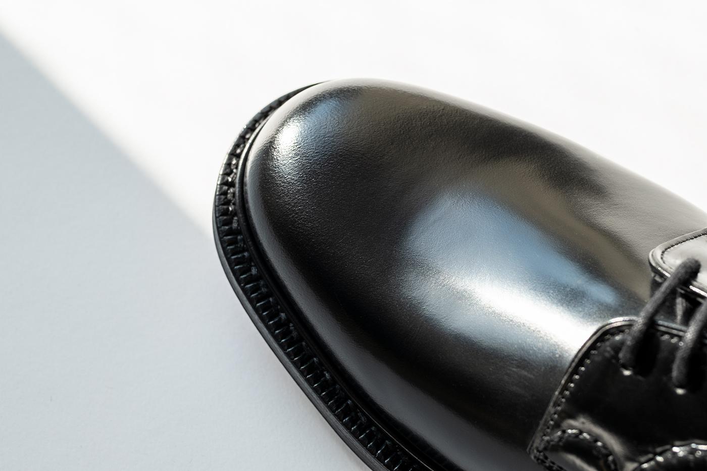 チャーチ シャノンのアッパーにはポリッシュドバインダーカーフを採用