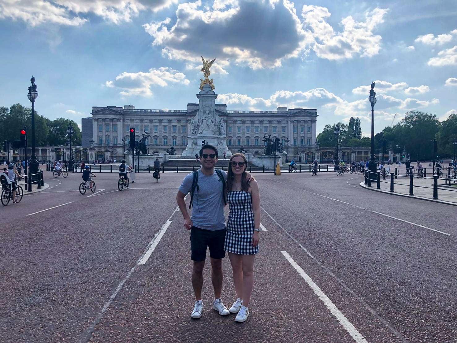 バッキンガム宮殿の前