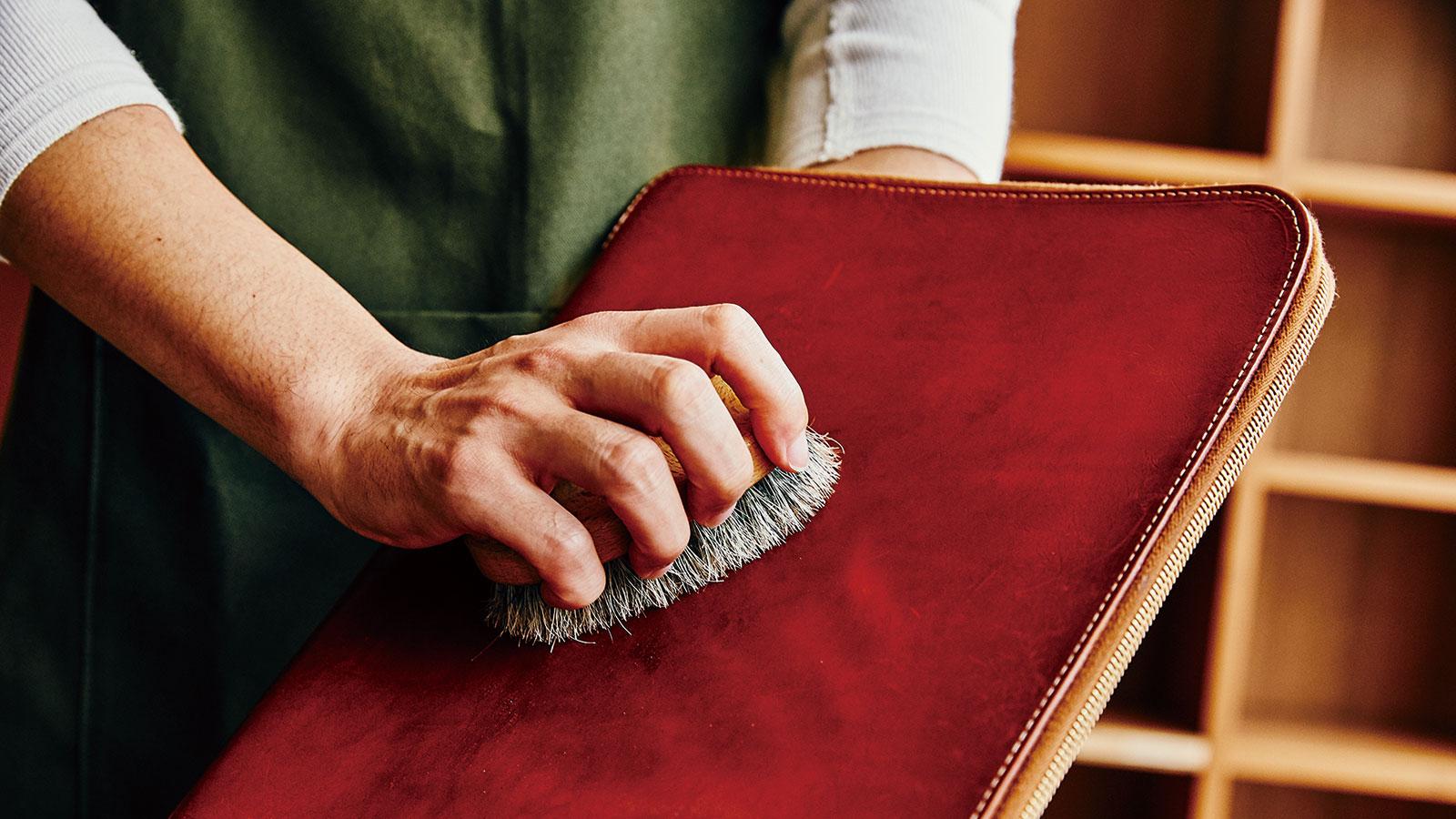 革靴とグレンロイヤルのレザーアイテムを対象としたプレミアムケアサービスがスタート 青山本店限定