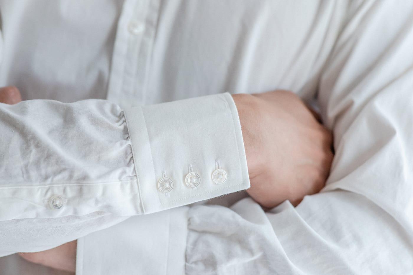 カジュアルシャツ「ブライトン」 クラシックな3連ボタンカフスも、芯地にこだわって柔らかに