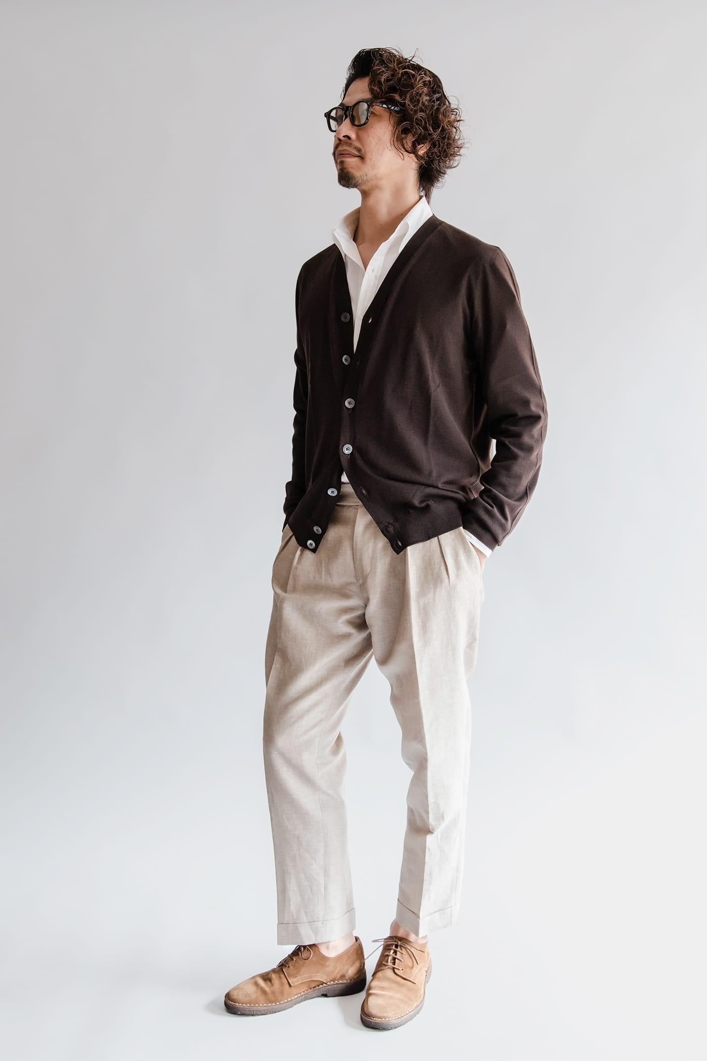 ドレスシャツ「ロンドン」 ノータイで合わせると、襟の軽やかさがさらに引き立つ