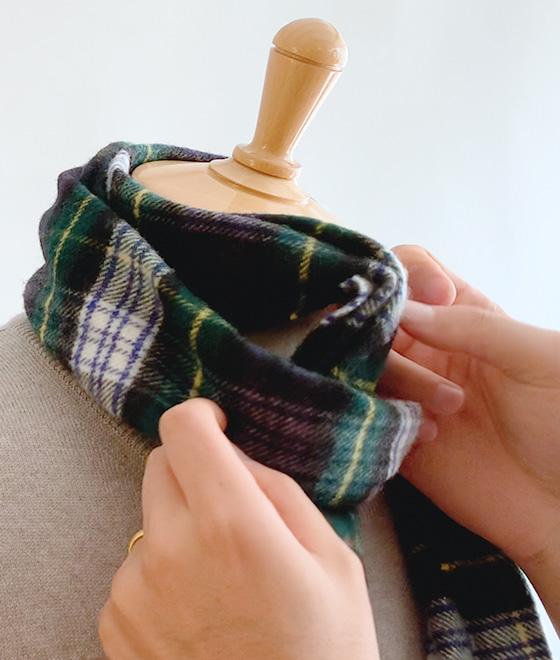 ジョンストンズ オブ エルガン を使ったベーシックなマフラーやスカーフ、ストールの巻き方